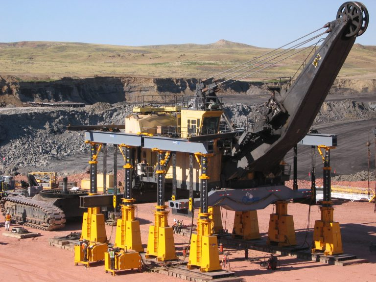 J&R Engineering LIFT-N-LOCK® Hydraulic BOOM Gantry - Shovel Lift